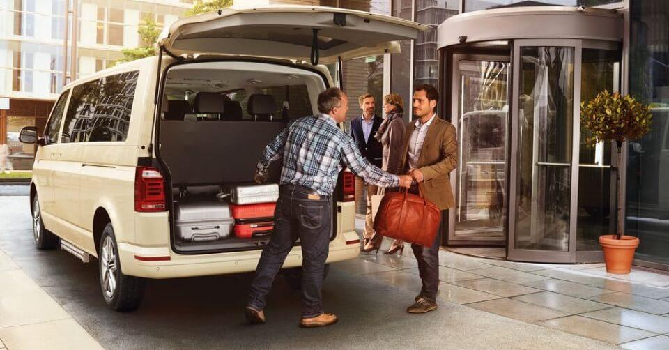 Bild von VW Caravelle Taxi am Flughafen